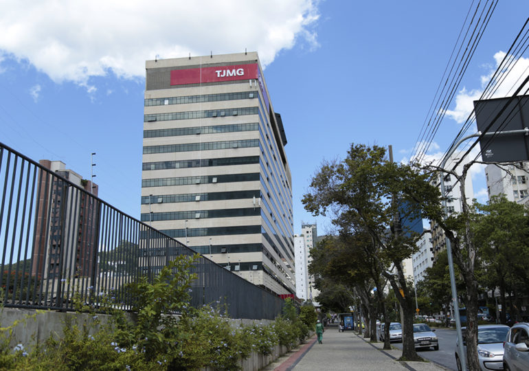 TJMG julga ação que pode exonerar 12 mil servidores em Minas
