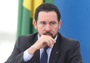 Para conter rombo, governo começa 2018 com corte de investimento