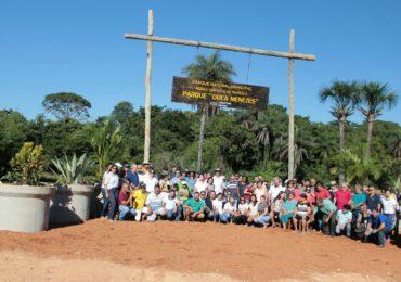 IEF promove plantio de 1200 mudas nativas em parque ecológico de Unaí