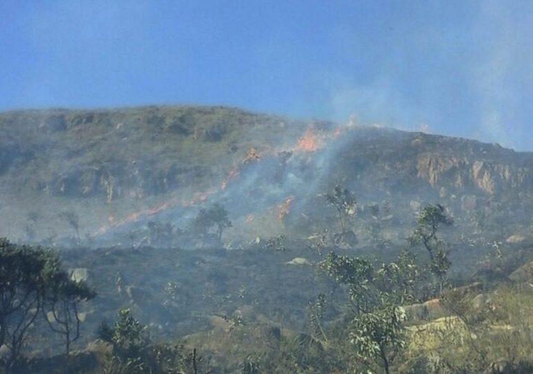 Incêndio atinge Serra da Moeda, na Região Central de Minas