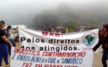 Atingidos por rompimento de barragem protestam pelo 2º dia seguido em Barra Longa