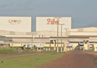 Conselho de Meio Ambiente aplica multa de R$ 1 milhão à empresa JBS por despejar sangue bovino em rio de MT