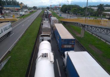 Limite mais duro para emissões em caminhões e ônibus valerá a partir de 2022