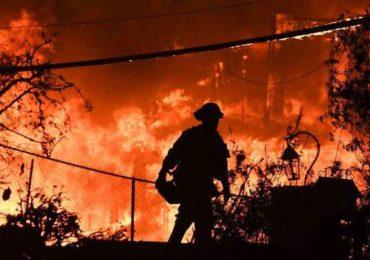 Bombeiros lutam contra incêndios que provocaram 50 mortes na Califórnia