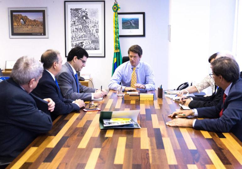 Ministério do Meio Ambiente suspende contratos e parcerias com ONGs