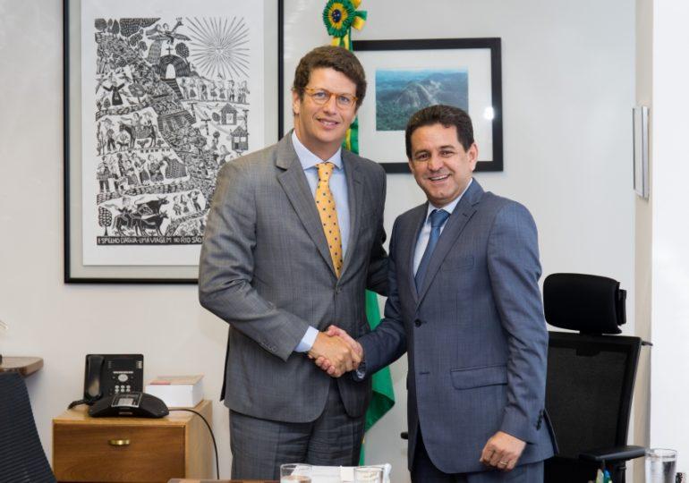 Ricardo Salles assume o Meio Ambiente