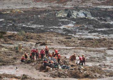 Porta-voz desmente que bombeiros tenham sido intoxicados pela lama