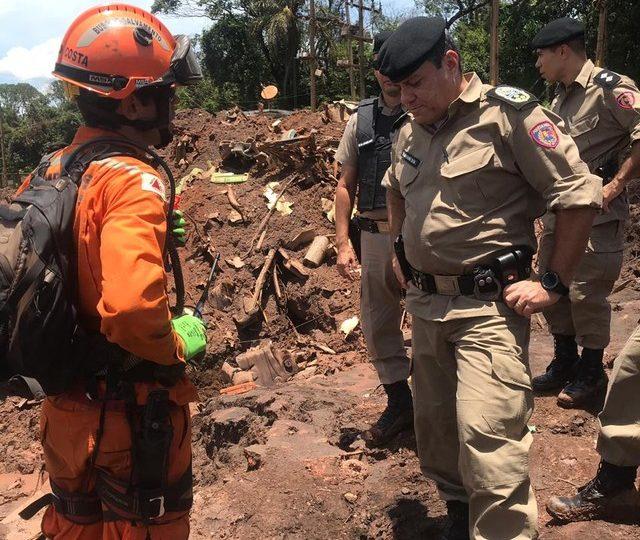 Polícia Militar encerra varredura na busca por sobreviventes em Brumadinho; bombeiros seguem com trabalho de resgate