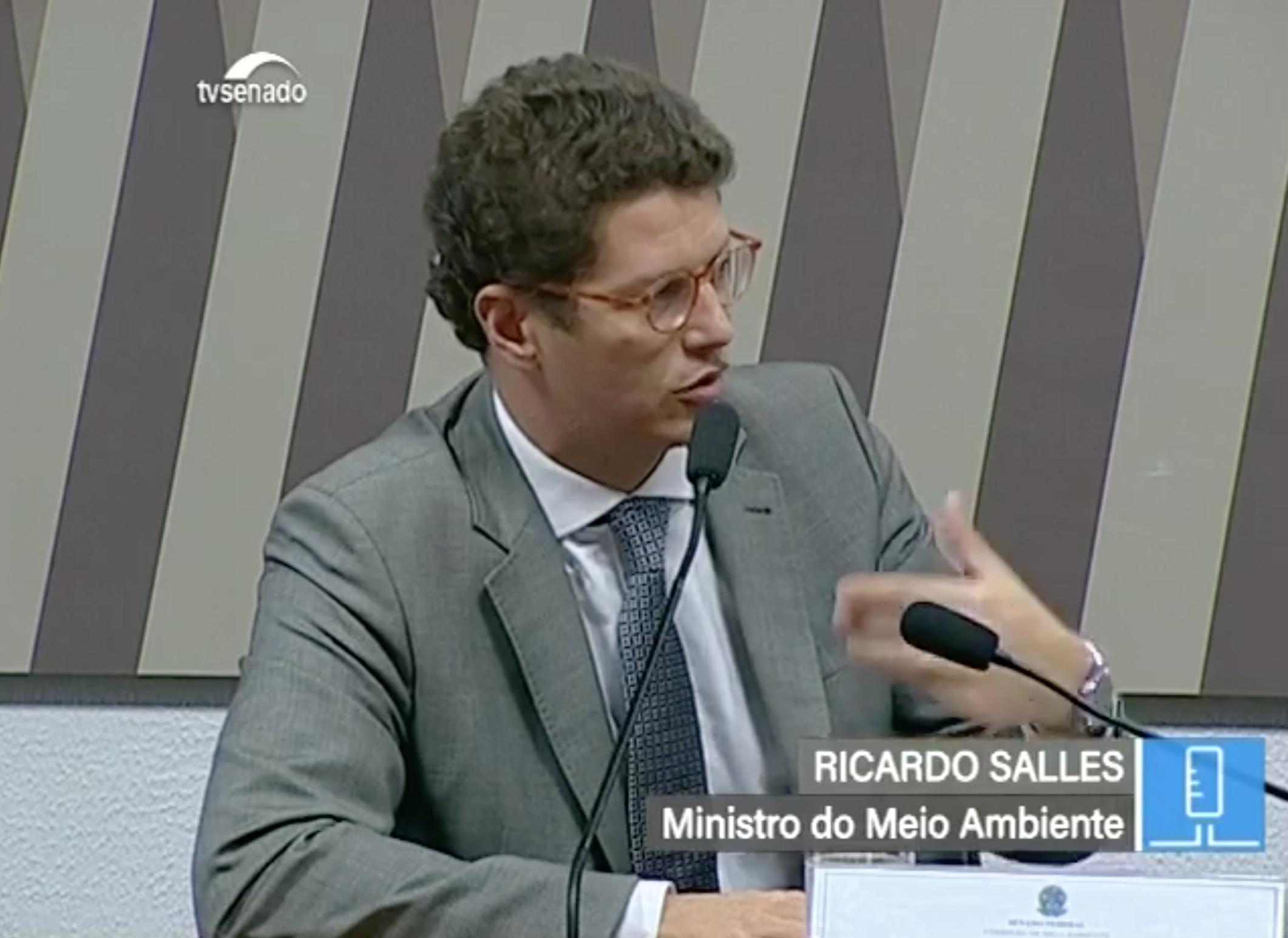 O ministro Ricardo Salles esclarece diretrizes prioritária para o Meio Ambiente