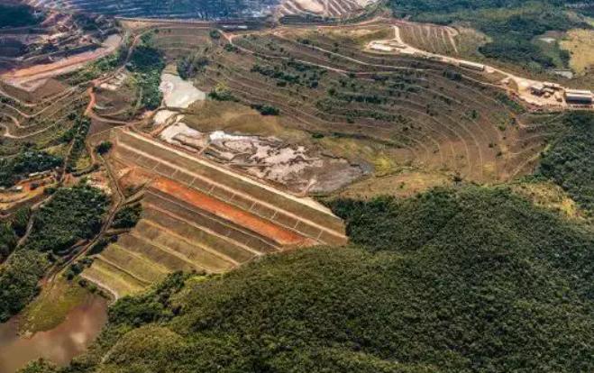 Chuva forte exige atenção para risco de rompimento de barragens em Minas