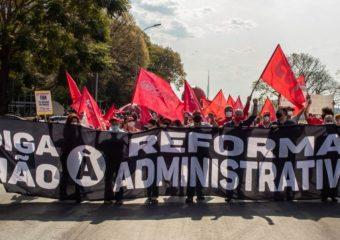 Brasília acorda cedo com atos de servidores contra a PEC-32